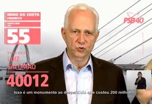 Candidato a vereador, Luiz Salomão (PSB) aparece com número de Indio da Costa na TV. Nos panfletos, ora aparece com Hugo Leal ora com Marcelo Crivella Foto: Reprodução