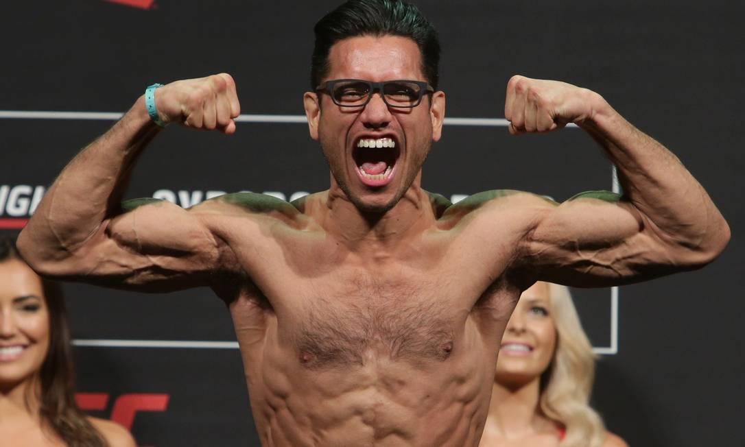 Phillipe Nover, dos EUA, se apresentou na pesagem de óculos, e passou otimismo sobre sua luta contra Renan Barão: 'Estou muito confiante por acreditar que posso batê-lo, ainda que ele seja um ex-campeão', disse Eraldo Peres / AP