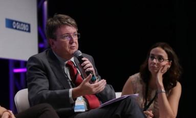Eduardo Deschamps, presidente do Consed, e Ilona Becskeházy participaram da mesa 'Currículo e avaliação' Foto: Gustavo Azeredo / Agência O Globo