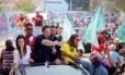 O candidato do PRB, Marcelo Crivella, faz carreata em Bangu: campanha se concentra nas zonas Oeste, Norte, além da presença em comunidades