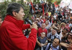 Fernando Haddad, no início da campanha eleitoral: opção por diminuir associação ao PT não evitou queda nas pesquisas Foto: Edilson Dantas / Edilson Dantas/16-8-2016