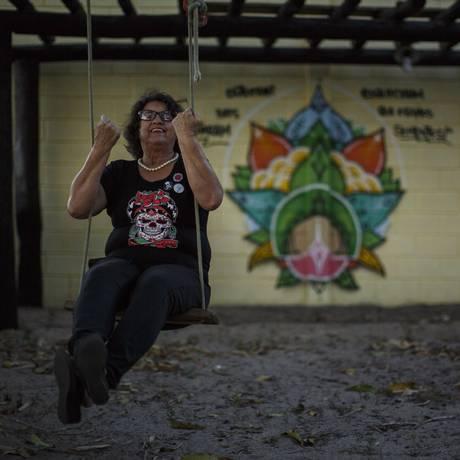 Noêmia Magalhães, aos 70 anos, resiste há seis anos a tentativas de desapropriação do sítio em que vive, em São João da Barra Foto: Daniel Marenco / Agência O Globo
