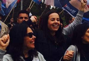 Juliana Brizola, companheira de chapa de Sebastião Melo, durante campanha na capital gaúcha Foto: O Globo