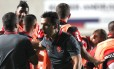 O técnico Zé Ricardo comemora gol do Flamengo sobre o Cruzeiro: vitória dramática Foto: Gilvan do Souza / Flamengo