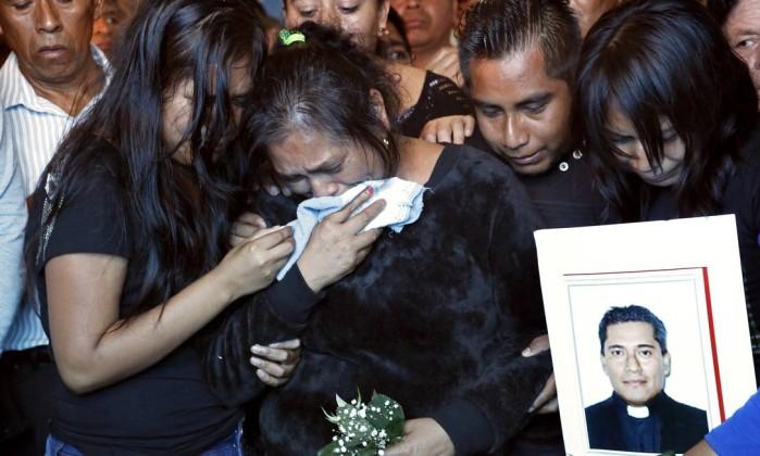 Resultado de imagem para sacerdotes assassinados no mexico