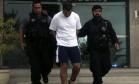 Já usando tornozeleira eletrônica, o ex-policial Marcos Paulo da Silva Rocha foi preso em seu apartamento na Avenida Lúcio Costa Foto: Marcelo Carnaval / Agência O Globo