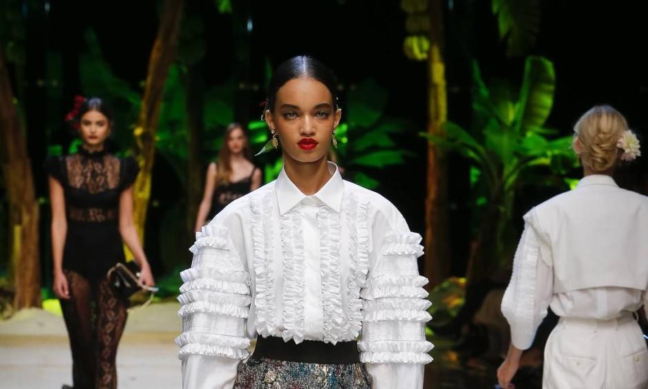 Ellen Rosa tem apenas 17 anos e está arrasando na Semana de Moda de Milão. Na foto, a morena de olhos verde — que já foi chamada de Rihanna — veste um look da Dolce & Gabbana Foto: Divulgação