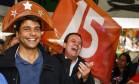 Acompanhado do prefeito Eduardo Paes, Pedro Paulo (PMDB) visitou no domingo a Feira de São Cristóvão Foto: Barbara Lopes / Agência O Globo