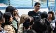 Indio da Costa em encontro com mulheres no Flamengo