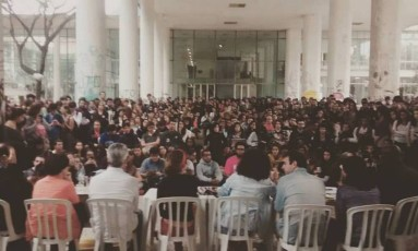 Debate na UFRJ com candidatos a prefeito do Rio Foto: Reprodução/ DCE UFRJ