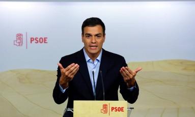 Pedro Sánchez, líder do Partido Socialista (PSOE) espanhol, se mantém contrário à gestão do conservador Mariano Rajoy Foto: ANDREA COMAS / REUTERS