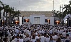 Cerca de 2,5 mil pessoas se vestem de branco em cerimônia para assinatura de acordo de paz entre Colômbia e as Farc Foto: LUIS ACOSTA / AFP
