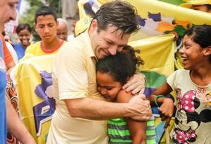 Geraldo Julio, atual prefeito, em campanha Foto: Divulgação/Facebook