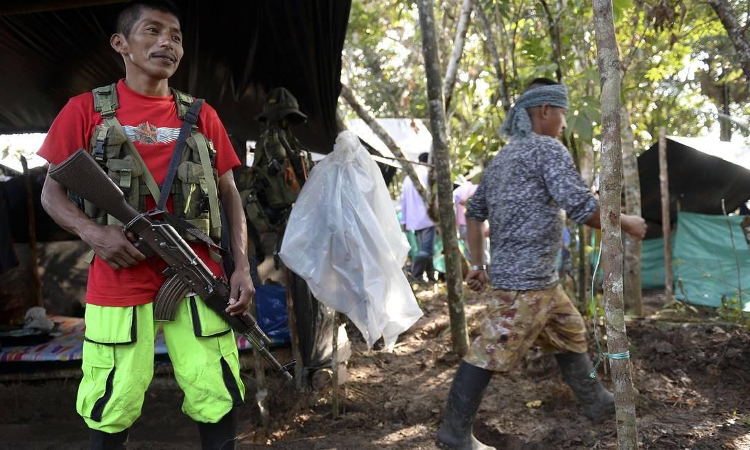 Guerrilheiro mantem sentinela no campo de El diamente. Foto: RAUL ARBOLEDA / AFP