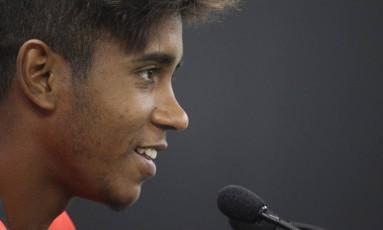 Gabriel sorri durante coletiva nesta segunda-feira Foto: Gilvan de Souza - Flamengo