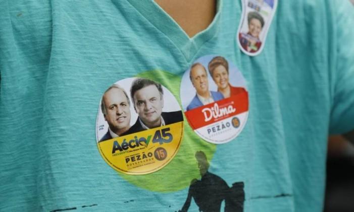 Adesivos da campanha de 2014 Foto: Felipe Hanower / Agência O Globo