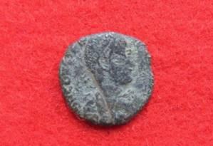 Moeda romana encontrada no castelo Foto: Divulgação Conselho de Educação da cidade de Uruma