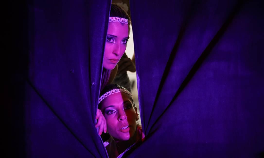 Dupla Argentina Ana Laura Ruzicka e Ana Sofia Bigliardo assistem as performances dos bastidores Vadim Ghrida / AP