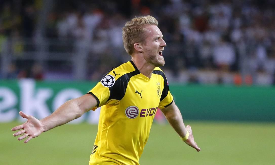 Alemão Schüerrle comemora o golaço de empate do Borussia contra o Real Madrid, pela Liga dos Campeões Michael Probst / AP