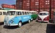 Velhas Kombis aguardam para embarque no Porto de Santos, no litoral de São Paulo Foto: Fotos de divulgação