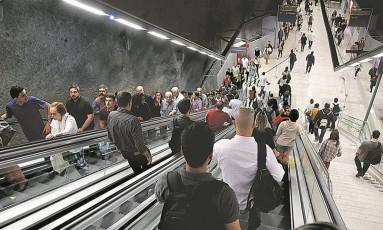 Passageiros levam 35 segundos para chegar ou sair da plataforma: em outras escadas rolantes da estação, gastam 15 Foto: Marcelo Carnaval
