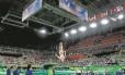 Ginasta se apresenta na Rio Arena durante a Olimpíada: agora, espaço ocioso vai abrigar salas de aula Foto: Marcelo Theobald
