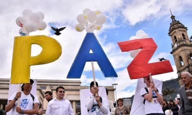 Apoiadores do 'sim' à paz se manifestam em Bogotá Foto: GUILLERMO LEGARIA / AFP