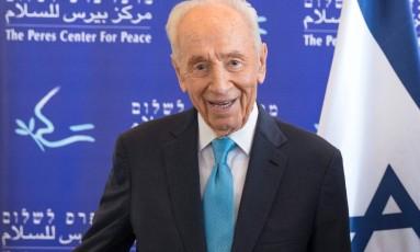 Uma foto tirada em 22 de maio de 2016 mostra o presidente de Israel, Shimon Peres, no Centro Peres para a Paz, na cidade de Tel Aviv Foto: JACK GUEZ / AFP