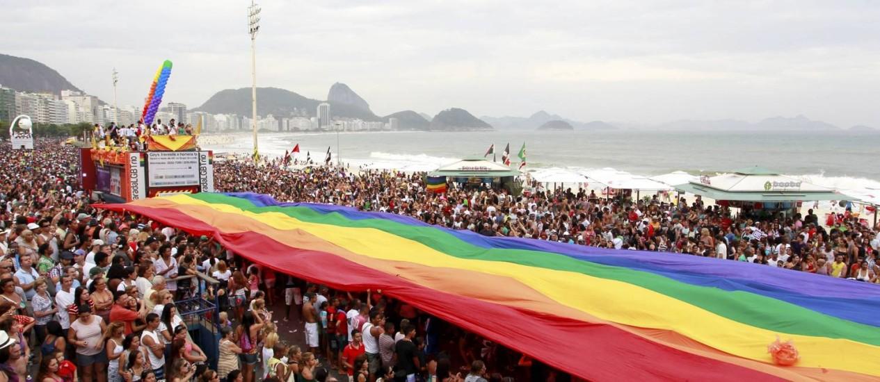 Parada LGBT na Avenida Atlântica, em Copacabana Foto: Fábio Rossi - 09/10/2011 / Agência O Globo