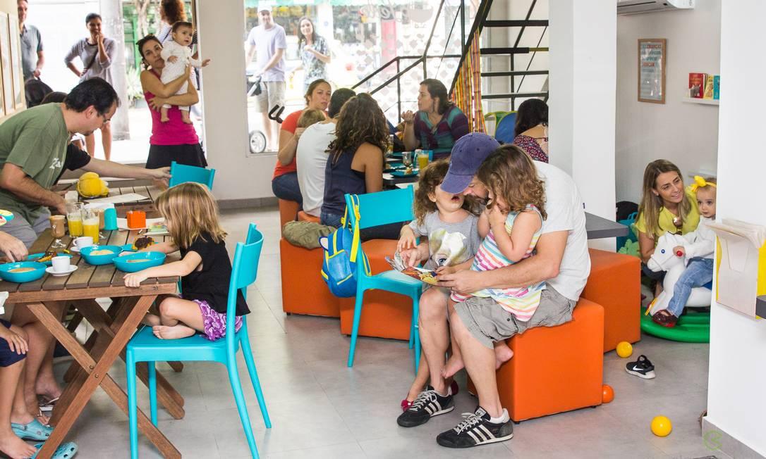 Espaço Café Com Leite. Com brinquedos por todos os lados, a casa tem cardápio exclusivo para crianças, com direito a papinha orgânica  / Divulgação