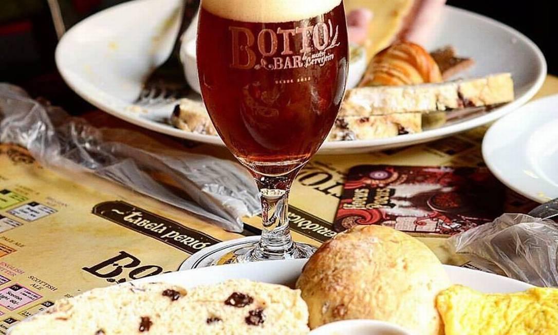 Botto Bar. Nos primeiros domingos do mês, o bar de cerveja on tap na Tijuca tem brunch regado a cerveja Divulgação