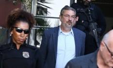 Palocci logo após chegar em Curitiba, onde está preso desde segunda-feira Foto: AGB Geraldo Bubniak / Agência O Globo