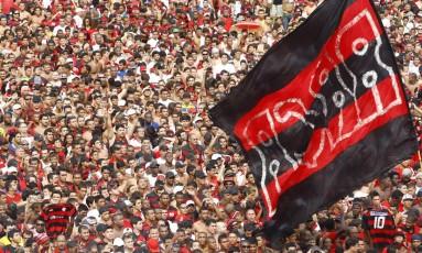 Torcida do Flamengo: clube pode ter estádio para até 20 mil pessoas na Gávea Foto: Pablo Jacob / Agência O GLOBO