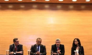 Cláudio Vinícius Cerdeira, Alício Pena Jr, o presidente Marcos Cabral Marinho de Moura e Ana Paula Oliveira, durante coletiva nesta quarta-feira Foto: Divulgação - CBF