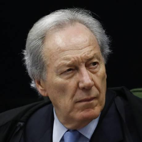 O ministro do STF, Ricardo Lewandowski, durante julgamento de três habeas corpus na Lava-Jato, no último dia 20 Foto: Jorge William / Agência O Globo