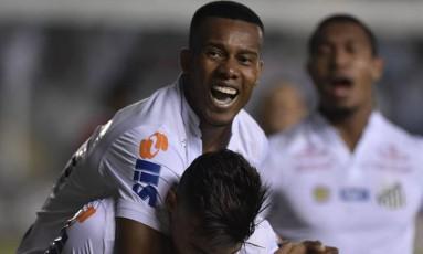 Copete comemora o primeiro gol do Santos Foto: Ivan Storti