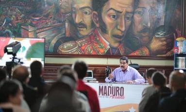 Maduro aparece em transmissão de seu programa semanal Foto: HANDOUT / REUTERS