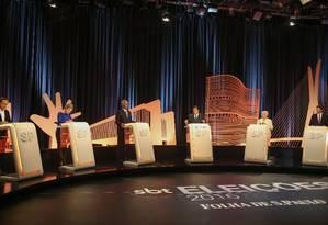 Candidatos à prefeitura se encontram no último debate do 1º turno nesta quinta-feira Foto: Pedro Kirilos / Agência O Globo
