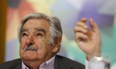 Hoje senador, José Mujica é ex-presidente do Uruguai Foto: Marcelo Carnaval / Agência O Globo