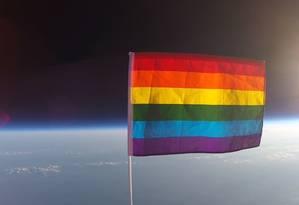 Bandeira do orgulho LGBT alcançou altitude de 34 quilômetros Foto: REPRODUÇÃO/YOUTUBE