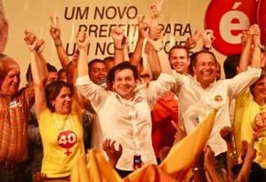Geraldo Julio relembra campanhas antigas ao lado de Eduardo Campos Foto: Reprodução/Facebook