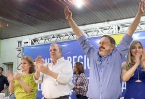 O senador Tasso Jereissati (ao centro), ao lado de Francisco Guimarães, candidato a prefeito de Sobral Foto: Reprodução/Facebook