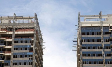 Estímulo. Elevado estoque de imóveis fez aumentar pressão do setor de construção civil para que governo elevasse teto do financiamento. Pleito foi parcialmente atendido Foto: Fabio Rossi/6-3-2015