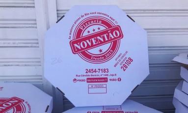 Na caixa de pizza, a propaganda eleitoral Foto: Vera Araújo