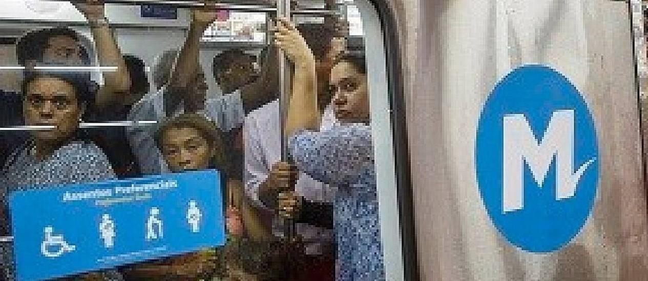 Problema em trem de manutenção provoucou atrasos na Linha 1 Foto: Daniel Marenco / Agência O Globo