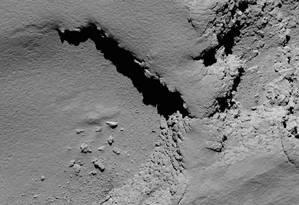 Imagem liberada pela ESA nesta sexta-feira, captada pela Rosetta a 5,8 km de altitude, antes de se chocar contra o cometa Foto: HO / AFP