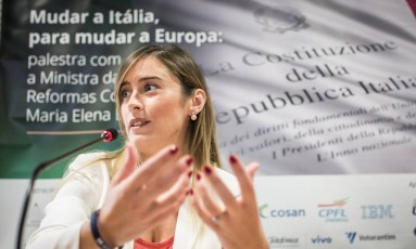 A ministra da Itália Maria Elena Boschi durante palestra no Instituto FHC, em São Paulo Foto: Bruno Santos / Agência O Globo