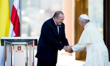 O Papa Francisco se encontrou com o presidente da Geórgia, Giorgi Margvelashvili Foto: - / AFP