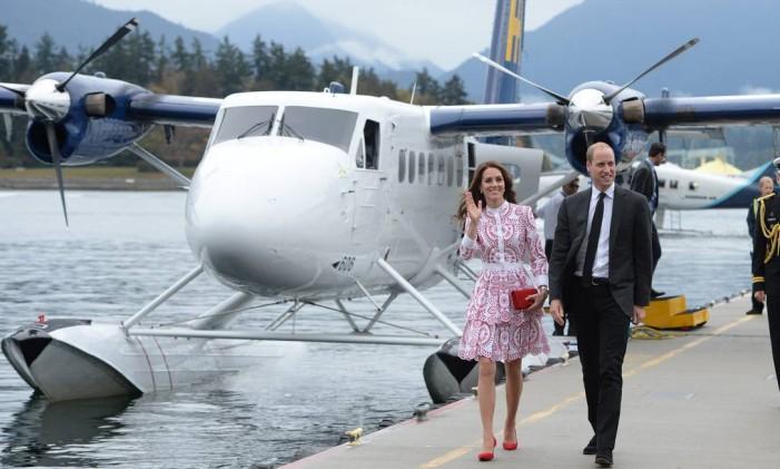 Príncipe William e Kate Middleton chegam a Vancouver em um hidroavião Foto: Jonathan Hayward / AP