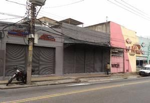 Com a parede cinza, o imóvel na Rua Goiás, em Piedade, onde funciona a empresa Imprint 2001: dona tem cargo comissionado na Câmara dos Veradores Foto: O Globo / Ruben Berta